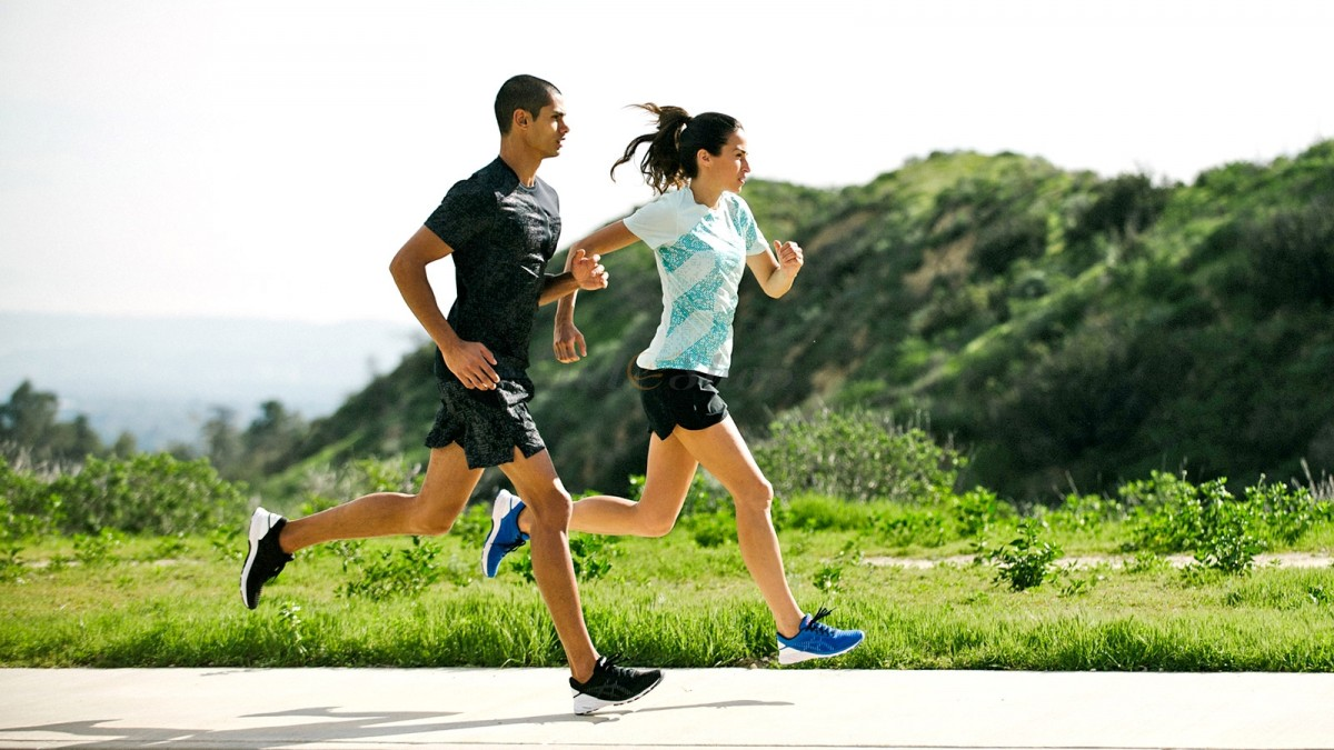 Nên chọn dòng giày chạy bộ hoặc đi bộ nào phù hợp?